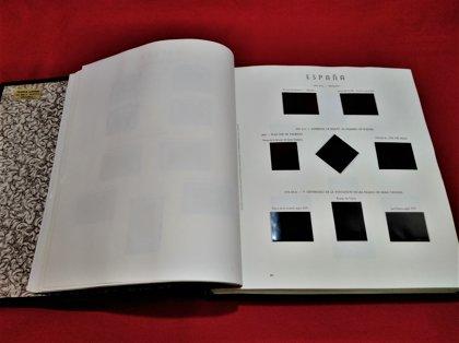 Album LLOVERAS con hojas OLEGARIO 2 tornillos años 1976 a 1992 montado con estuches negros